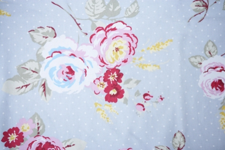 Detail Nursing Pillow in Grey / Pink Floral