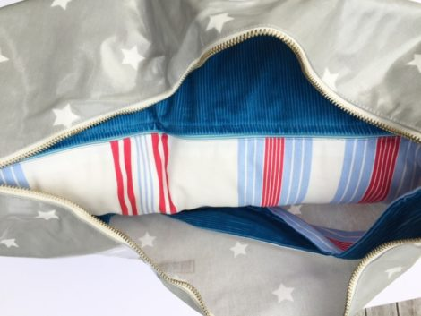 Breastfeeding Pillow and Waterproof Bag - Detail